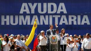 L'opposant Juan Guaido devant une foule de manifestants à l'est de Caracas, le 12 février 2019.