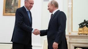 Le président russe, Vladimir Poutine, et son homologue turc, Recep Tayyip Erdogan, à Moscou, jeudi 5 mars.