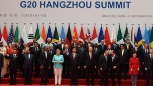 Les membres du G20 rassemblés autour du président chinois Xi Jinping, à Hangzhou, le 4 septembre 2016.