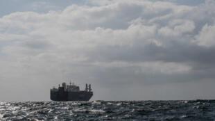 Le cargo saoudien, Bahri Yanbou, près du port du Havre le 9 mai 2019, veille de son déroutage vers l'Espagne.
