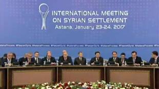 Représentants des rebelles et du régime syrien se sont retrouvés à Astana pour des pourparlers sous l'égide de la Russie, l'Iran et la Turquie, le 23 janvier 2017.