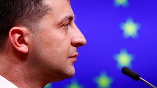 El presidente ucraniano, Volodímir Zelenski, celebra una conferencia de prensa después de reunirse con el presidente del Consejo Europeo, Donald Tusk, en Bruselas, Bélgica, el 5 de junio de 2019.