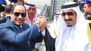 Le président égyptien Abdel Fattah al-Sissi et le roi Salmane d'Arabie saoudite ont signé une dizaine d'accords économiques samedi 9 avril 2016.
