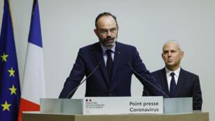 El primer ministro francés, Édouard Philippe, anuncia nuevas medidas para limitar la propagación de COVID-19 en París, Francia, el 14 de marzo de 2020.