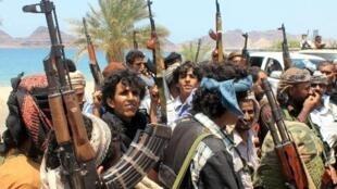 موالون لهادي في عدن خلال اشتباكات مع الحوثيين