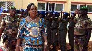 La présidente de transition, Catherine Samba Panza, arrive au Parlement de Bangui, le 6 mai 2014.