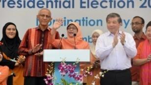 حليمة يعقوب أول امرأة رئيسة في سنغفورة من الأقلية الماليزية تخاطب أنصارها في 13 أيلول/سبتمبر 2017
