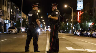 الشرطة الكندية بموقع حادث إطلاق النار في الحي اليوناني لمدينة تورنتو الكندية. 22 تموز/يوليو 2018.