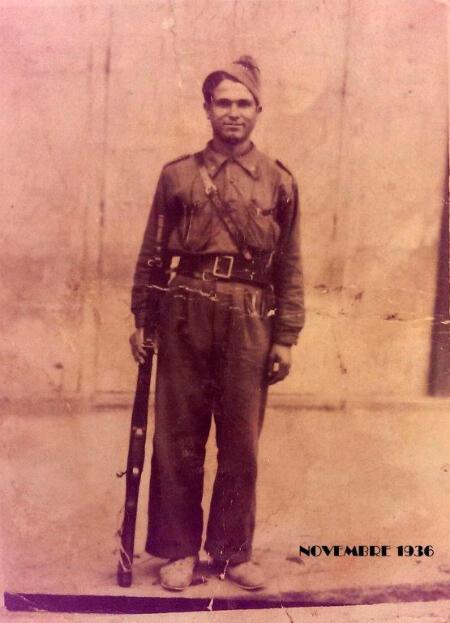 Juan Romero en novembre 1936 sous l'uniforme des républicains espagnols.