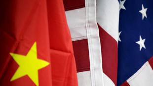 Banderas de China y Estados Unidos. Archivo.