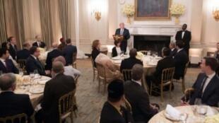 الرئيس الأمريكي دونالد ترامب يلقي خطابا في البيت الأبيض في واشنطن خلال مأدبة إفطار لسفراء عدد من الدول الإسلامية في 06 حزيران/يونيو 2018