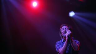 Eddie Vedder, vocalista de Pearl Jam, durante su concierto en Chile, el 17 de marzo de 2018.