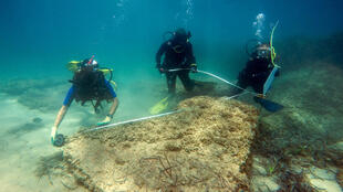 Une équipe conjointe de l'Institut national du patrimoine tunisien (INP) et de l'Université de Sassari-Oristano a découvert le port antique de Néapolis.