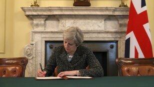 من سيخلف تيريزا ماي في منصب رئيس وزراء بريطانيا؟