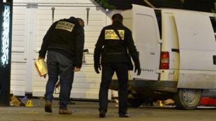 La police inspecte les lieux du Drame sur le marché de Noël de Nantes, le 22 décembre 2014.