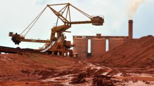 Une usine de traitement de minerai en Giunée (illustration).