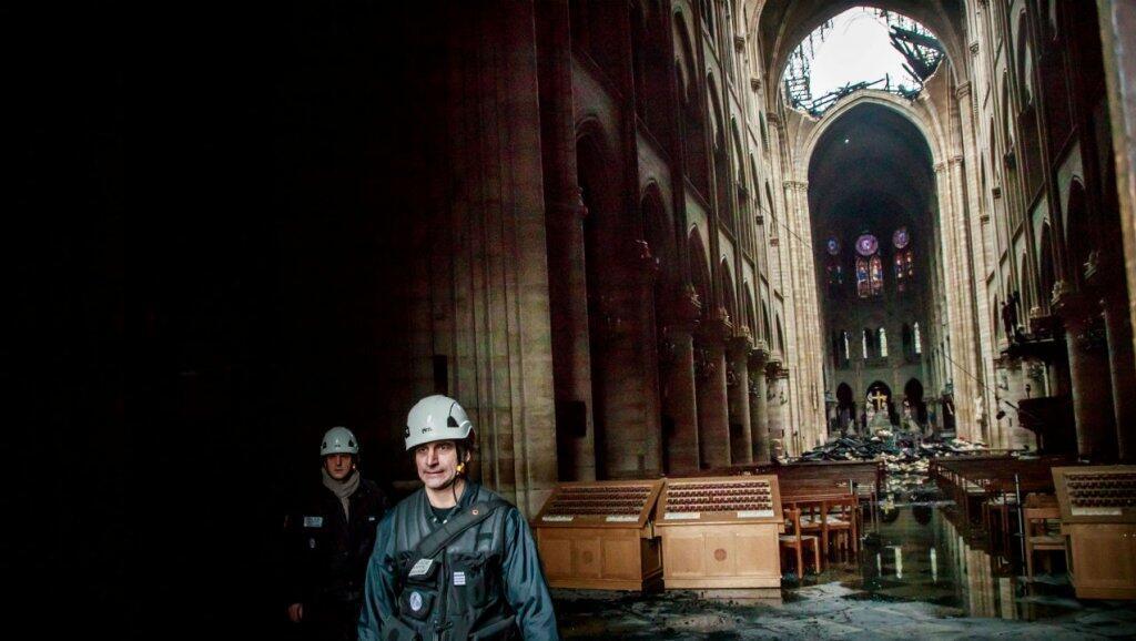 داخل كاتدرائية نوتردام في باريس بعد الحريق