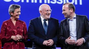 Les candidats à la présidence de la Commission européenne: (de g. à d.) la centriste Margrethe Vestager, le socialiste Frans Timmermans et le conservateur Manfred Weber, le 15mai à Bruxelles.