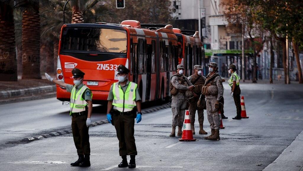 Chile se encuentra bajo el estado de excepción por catástrofe, con toque de queda desde las 22:00 horas.