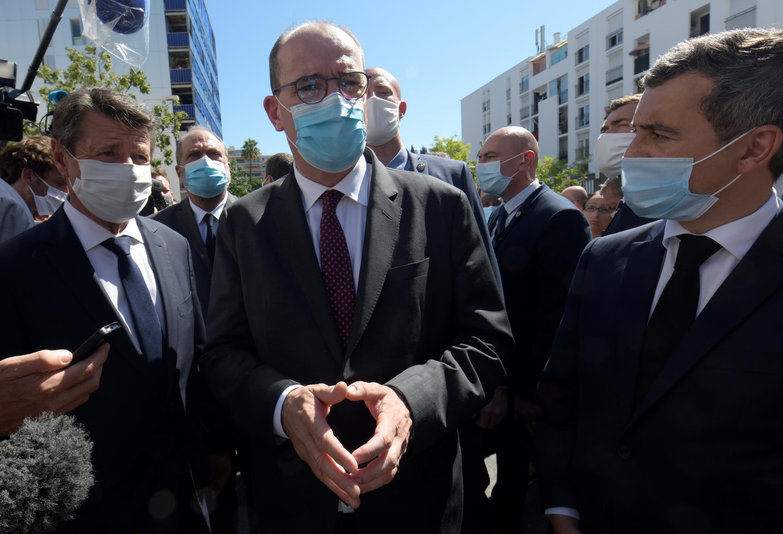 Le Premier ministre Jean Castex, entouré du maire de Nice, Christian Estrosi, du ministre de la Justice, Éric Dupond-Moretti, et du ministre de l'Intérieur, Gérald Darmanin, le 25 juillet 2020, à Nice.