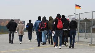 Des migrants arrivent dans un centre d'enregistrement à Munich, le 15 novembre 2016.