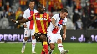 Lens' midfielder Gael Kakuta (L) fights for the ball with Paris Saint-Germain's midfielder Marco Verratti during the French L1 football match between Racing Club de Lens (RCS) and Paris-Saint-Germain (PSG) at the Felix Bollaert-Delelis stadium in Lens, northern France, on September 10, 2020.
