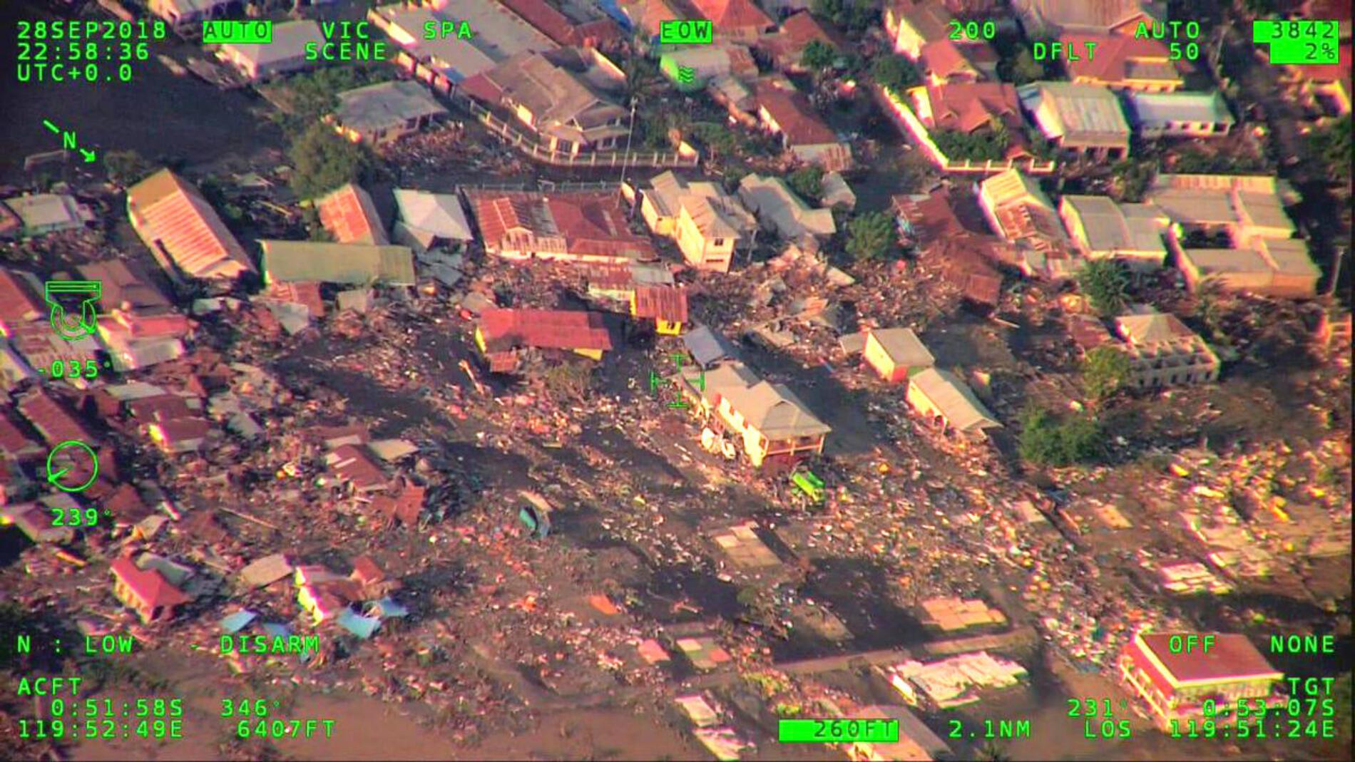 Le tremblement de terre de vendredi, d'une magnitude de 7,5 sur l'échelle de Richter, a provoqué des vagues mesurant jusqu'à 6 mètres et qui ont balayé les habitations de l'île indonésienne.