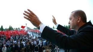 صورة نشرها القصر الرئاسي في تركيا للرئيس رجب طيب أردوغان في 15 تموز/يوليو 2017