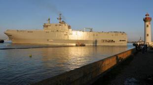 """Le navire """"Vladivostok"""" à Saint-Nazaire."""