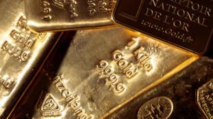 L'or a atteint un plus haut absolu de 1.944,71 dollars l'once lundi