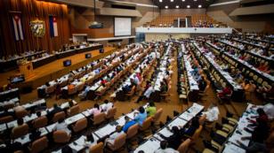 En una sesión extraordinaria de la Asamblea Nacional, Raúl Castro fue desingnado como líder de la comisión que renovará la carta magna