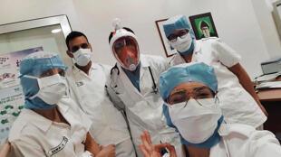 صورة التقتطها ممرضة في 8 اذار/مايو 2020 في مستشفى اوتيل ديو في بيروت في قسم معالجة مرضى كورونا المستجد في المستشفى.