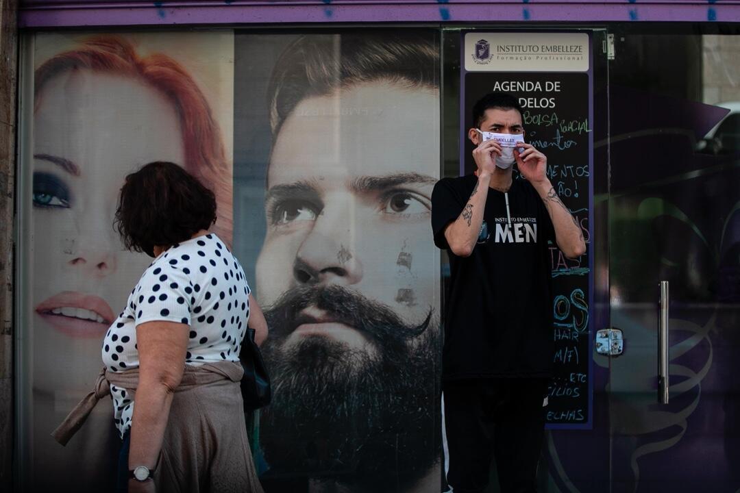 Un ciudadano con mascarilla en Sao Paulo, Brasil, el 20 de julio de 2020 en medio de la pandemia.