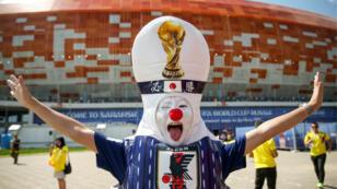 Supporter japonais devant le stade de Saransk.