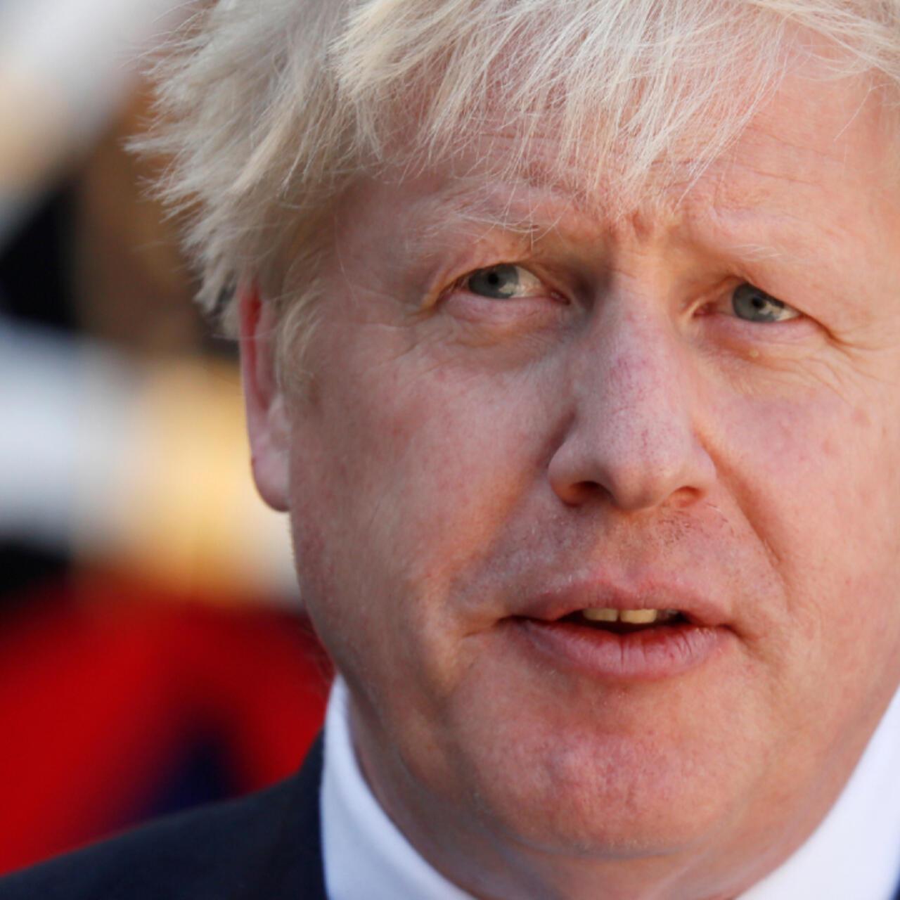 El primer ministro Boris Johnson es ingresado a cuidados intensivos
