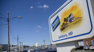 Le logo de l'usine de transformation de volailles du groupe Perdue à Salisbury (Maryland) le 2 mai 2020