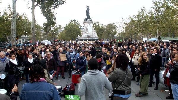 آلاف تظاهروا في وسط باريس في 29 تشرين الأول/أكتوبر 2017 للمطالبة بمكافحة التحرش والاعتداءات الجنسية في فرنسا. غاري شيميل-بوير (فرانس 24)