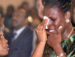 Simone Gbagbo, née Ehivet, lors de la cérémonie d'investiture de son mari au palais présidentiel d'Abidjan, le 26 octobre 2000. (Crédit : AFP)