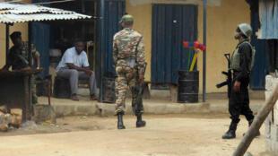 Des soldats camerounais patrouillant près de la frontière avec le Nigeria (archives).