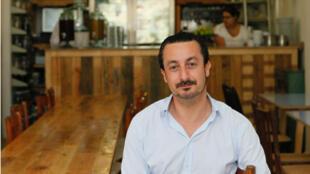 Dès lundi 27 juin jusqu'au samedi 2 juillet, Kamal Mouzawak (ici dans son restaurant beyrouthin,Tawlet),  fait escale au 111, boulevard Beaumarchais, à Paris, chez Merci.