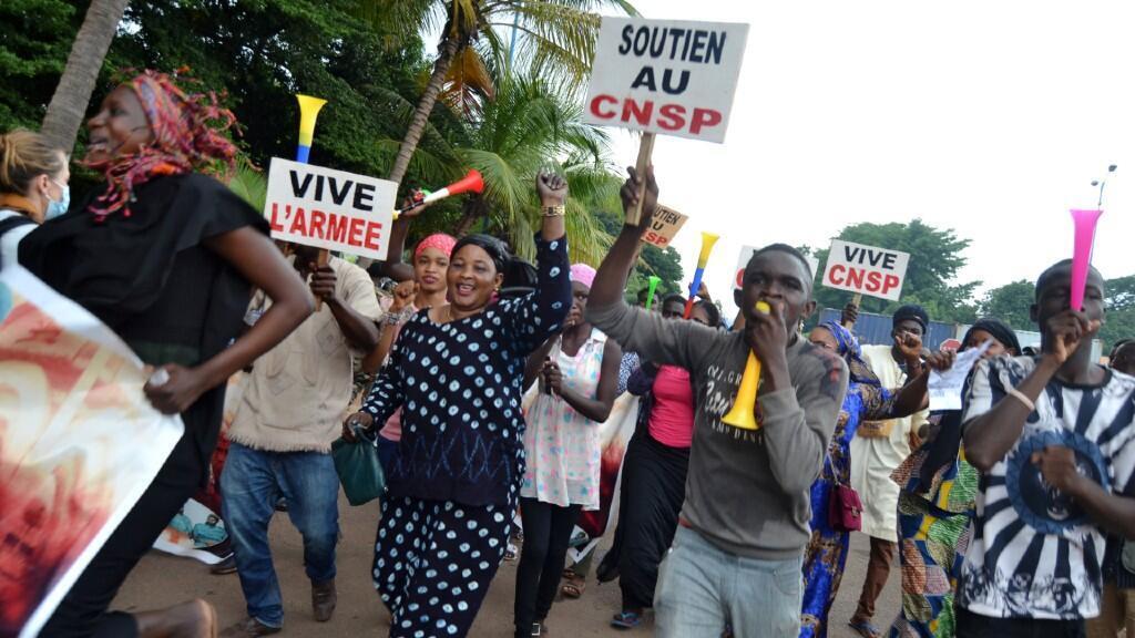 Partidarios de una transición militar se manifiestan en las calles de Bamako, en Mali, el 5 de septiembre de 2020.