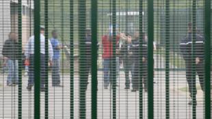 Le Centre de rétention administrative du Mesnil-Amelot, près de Roissy dans le Val-d'Oise le 04 juin 2007