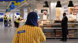 Une employée du magasin Ikea de Zenata, près de Casablanca, le 28 septembre 2015.