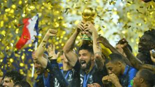 La selección francesa mientras celebraba el triunfo en la Copa del Mundo el 15 de julio de 2018.