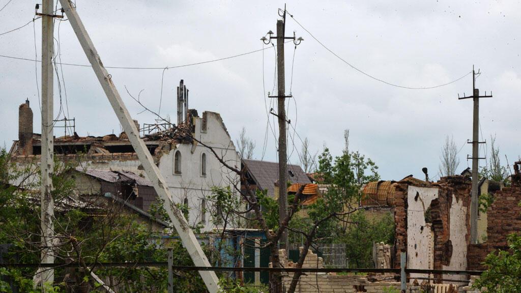 Immeubles en ruines après des combats entre séparatistes pro-russes et forces ukrainiennes à Piski, près de Donetsk.