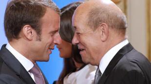 Emmanuel Macron et Jean-Yves Le Drian, en août 2014.