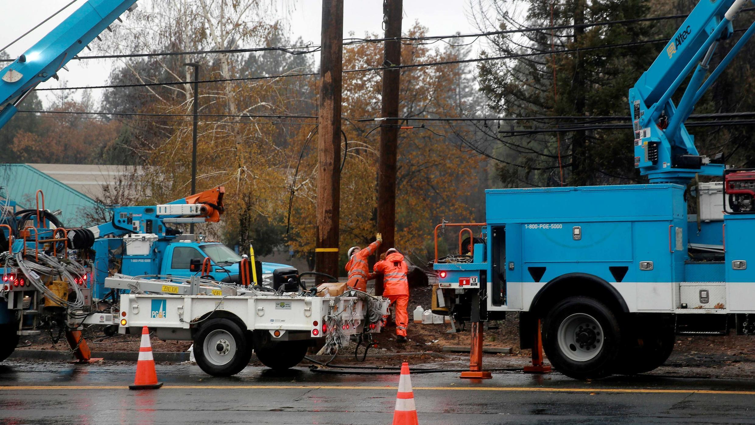 FILE PHOTO: PG&E works on power lines to repair damage caused by the Camp Fire in Paradise, California, U.S. November 21, 2018.
