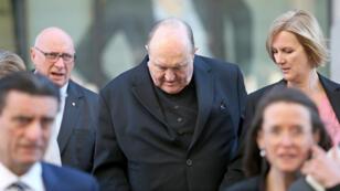 El arzobispo de Adelaida, Philip Wilson, abandona el Tribunal Local de Newcastle (Australia) el 22 de mayo de 2018, tras ser declarado culpable de encubrir casos de pederastia durante la década de 1970.