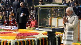 El primer ministro indio, Narendra Modi, durante el tributo a Mahatma Gandhi con motivo del 70 aniversario de su asesinato en Nueva Delhi, India.
