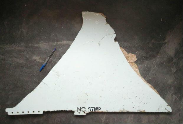 Le débris retrouvé sur une plage du Mozambique par Blaine Gibson pourrait être une pièce de l'empennage d'un Boeing 777.